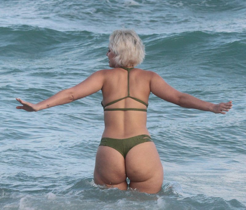 Are ass thong pic in the beach have