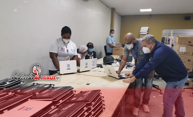 JCE finaliza clonado de 9 mil laptops y configuración de 50 mil equipos para año escolar