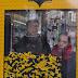 Transforman parada de autobús en máquina de gancho para promocionar película Lego Batman