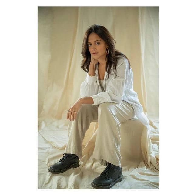 Amy-Leigh Hickman 6