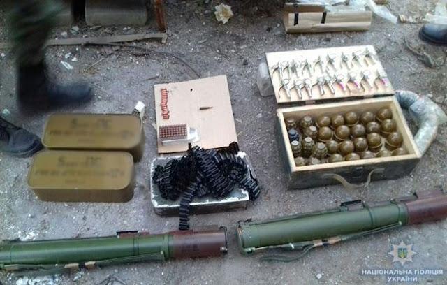 Гранатомети і кілька тисяч набоїв. У гаражі жителя Маріуполя знайшли арсенал зброї