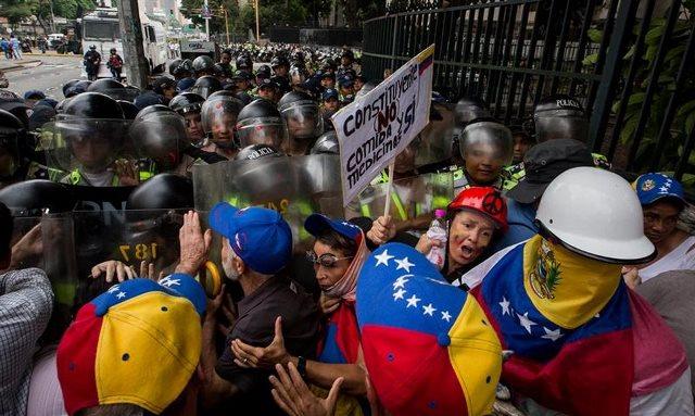 VENEZUELA: Oposición llama tomar vías principales de cada ciudad este lunes