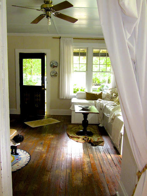 Cozy Alabama cottage - Leslie Anne Tarabella blog.