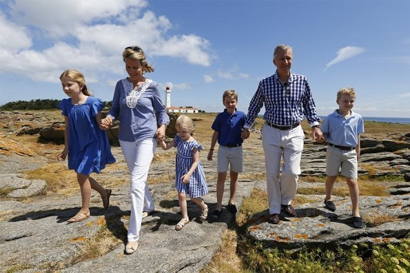 King Philippe, Queen Mathilde, Crown Princess Elisabeth, Prince Emmanuel, Princess Eleonore and Prince Gabriel