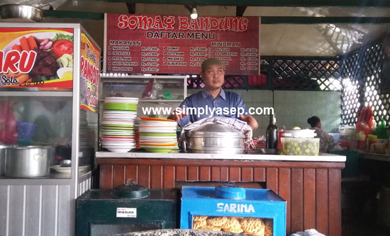 I am quite familiar with this Bandung sioma boss. Because since in the old place until the new place he continues to be his boss. Mas Eko Photo of Asep Haryono