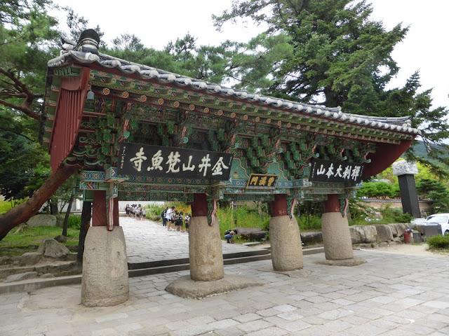 Entrada al templo de Beomeosa