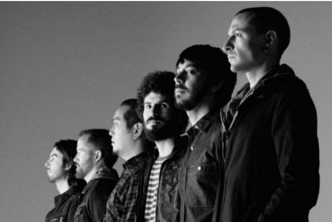 """Chester Bennington Tewas Dengan Cara Bunuh Diri """"Linkin Park Kehilangan Vokalis"""""""