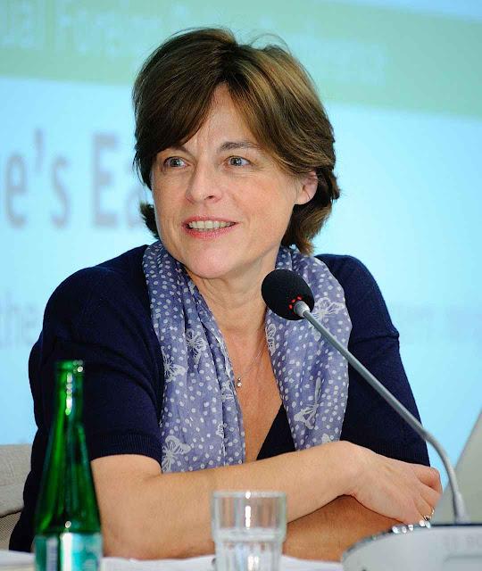 """Prof.a Marie Mendras, de Ciências Políticas da Sorbonne e do CNRS: """"a nova Câmara baixa não pode ser reconhecida como legitimamente eleita"""""""