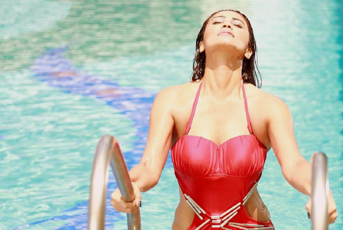 Daisy Shah Bikini Hot