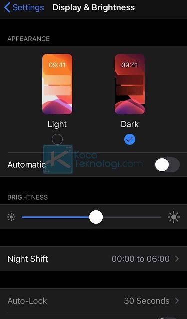 Cara mengaktifkan fitur dark mode / mode gelap WhatsApp di Android dan iPhone iOS 13 dan cara mengubah / mengganti mode WhatsApp dari light mode menjadi dark mode terbaru.