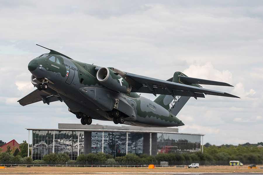 Угорщина придбала два транспортники-заправники KC-390
