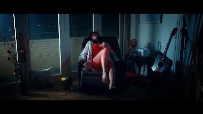 KILLER SOFA screenshot - Dead woman on the deadly recliner.
