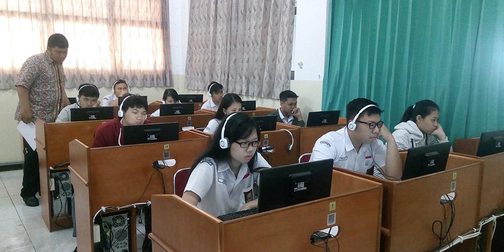 SMA Kristen Kalam Kudus Sukoharjo Ikuti Simulasi UNBK 1