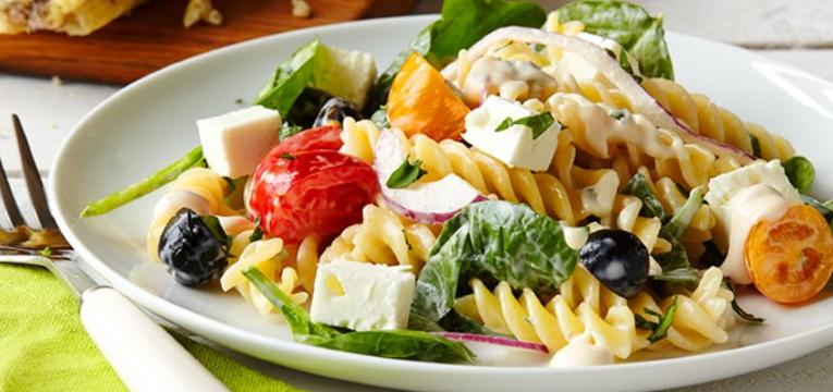 Salada Grega com Macarrão