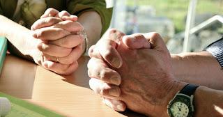 """Casais: Não se irritem:  (Provérbios 21: 9). (Efésios 4:26-32)."""""""