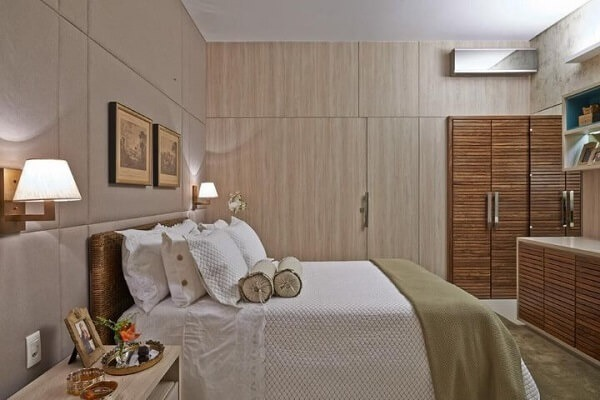 Double room with boxed widow's bed