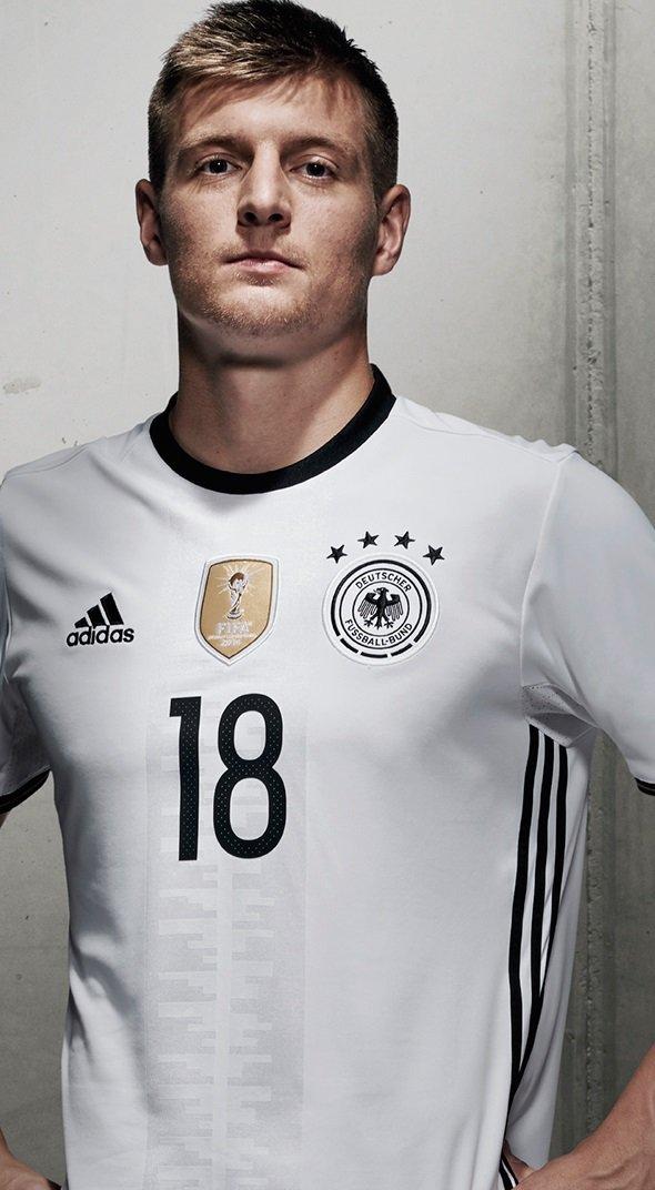 0233f779f5 Confira abaixo  (Clique para ampliar as imagens). Saíram as novas camisas  da seleção alemã para Euro 2016. Gostou