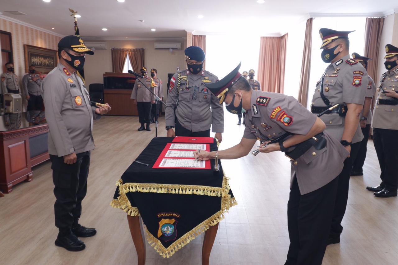 Kapolda Kepri Pimpin Serah Terima Jabatan Kapolres Tanjungpinang dan Kapolres Lingga