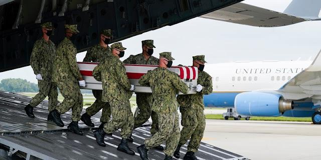 Sebelas Jenazah Tentara Amerika yang Tewas dalam Serangan di Bandara Kabul Tiba di AS, Biden Larut dalam Duka