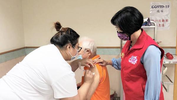 彰化縣第八輪AZ疫苗施打第2天 王惠美視察接種站關心