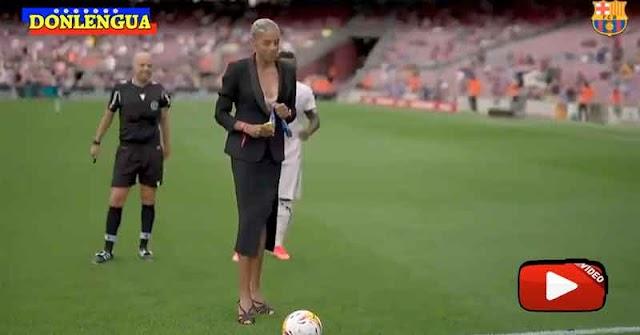 Yulimar Rojas dio la primera patada en la bola de un partido de fútbol de el Barça