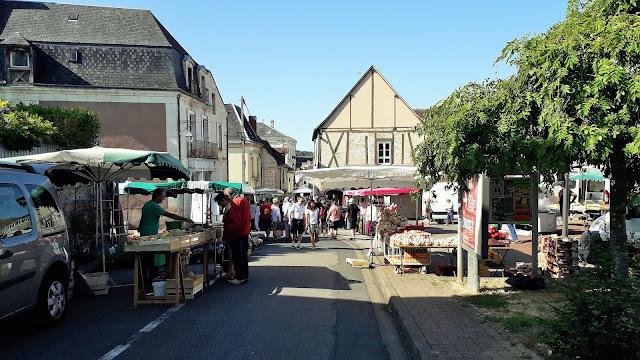 Descartes street with market stalls