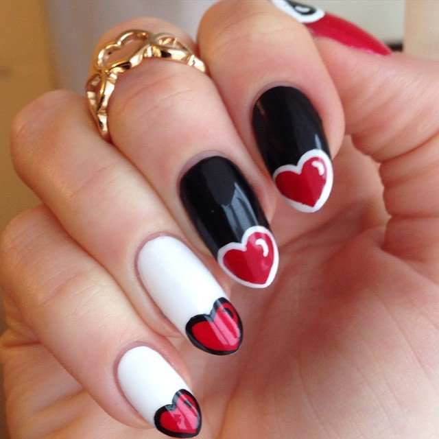 Black Dot Heart Nail