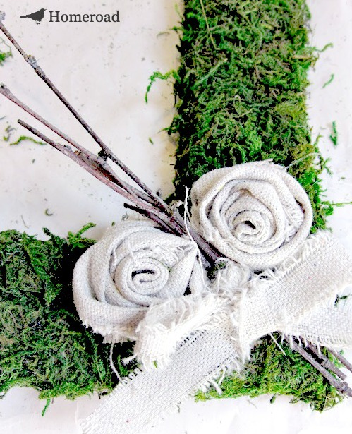 Craft an Easy DIY Square Moss Wreath. Homeroad.net