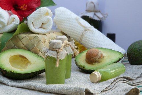 Crème naturelle pour la peau sèche du visage