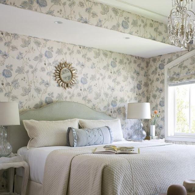 Wallpaper Dinding Kamar Tidur Motif Bunga yang Girly tampil Mewah