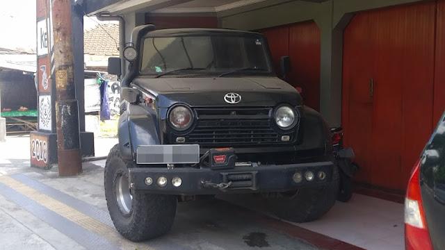 "Toyota Land Cruiser ""Comando"" FJ55"