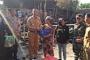 Wakil Bupati Wajo Memberikan Bantuan Kepada  Korban Kebakaran di Desa Patila