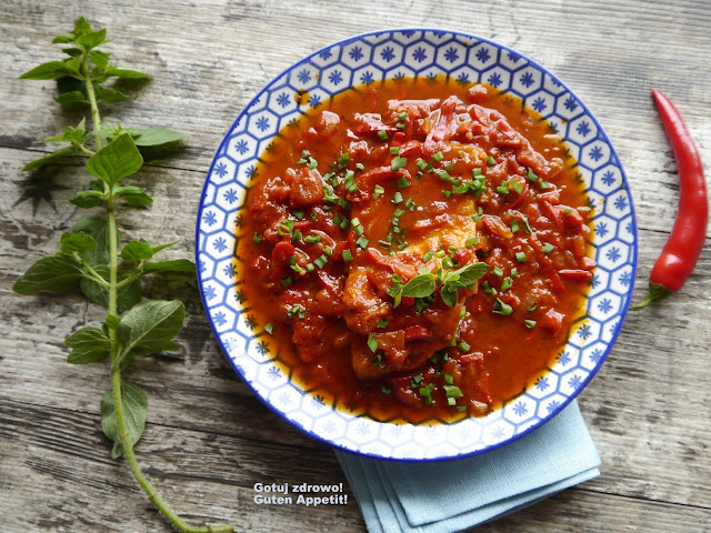 Dorsz w paprykowo - pomidorowym sosie - dietetycznie - Czytaj więcej »