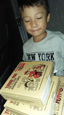 Afiq Belanja Pizza guna Duit Raya, raya 2018. tips ajar anak berdikari, ajar anak tak kedekut, rezeki di kongsi bersama