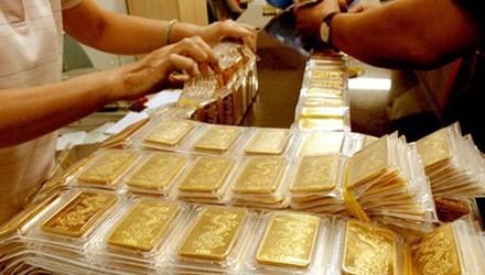 Vàng tăng nhẹ, USD hạ nhiệt