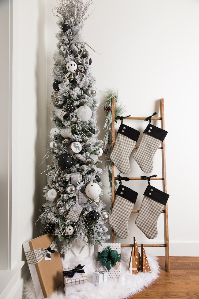 DIY Christmas Decorating Ideas by Kippi at Home featured at Pieced Pastimes