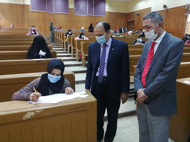 جامعة الفيوم: عميد كلية دار العلوم يتابع سير الامتحانات بالكلية
