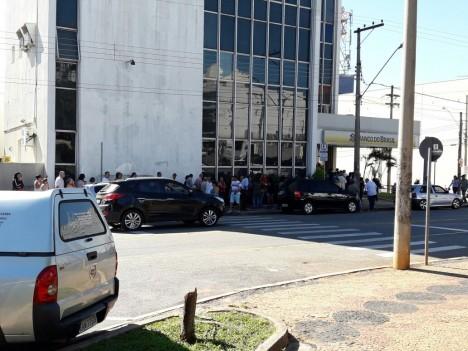 Ladrões furtam armas, coletes e munições de agência bancária em São João da Boa Vista