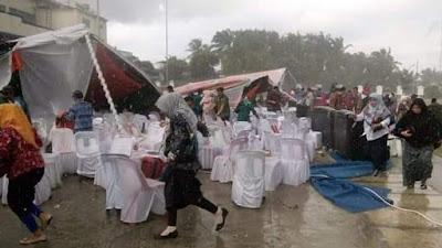 Dihantam Hujan Dan Angin Kencang, Tenda Utama Tempat Launching Pilkada Labusel Ambruk