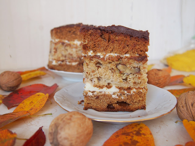 Gargamel - ciasto piernikowe z kremem i jabłkami