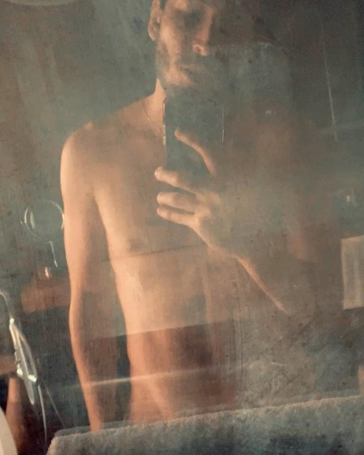 el cantante yatra desnudo