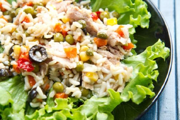 Ensalada de arroz, atun y choclo
