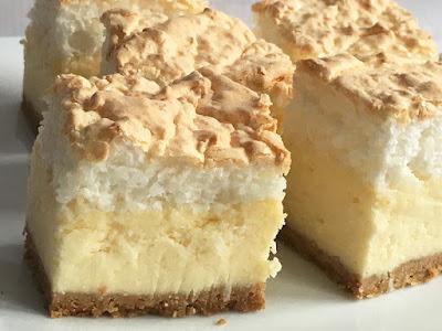 Ciasto sernik z bezą z wiórków kokosowych