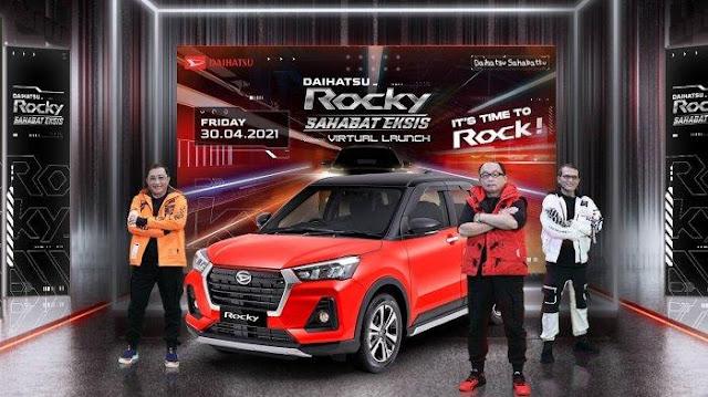 """Daihatsu Rocky telah resmi meluncur di Indonesia pada 30 April 2021 lalu. Daihatsu Rocky merupakan mobil compact SUV berkapasitas 5 penumpang dengan desain yang stylish dan modern. Daihatsu Rocky sangat cocok bagi Sahabat yang berjiwa muda dan aktif, serta dikendarai melewati berbagai kondisi jalan dengan nyaman.   Sebagai produk Daihatsu pertama di Indonesia yang menerapkan platform DNGA (Daihatsu New Global Architecture), Daihatsu Rocky dikembangkan dengan konsep: Kualitas Tinggi dengan Harga Terjangkau, Teknologi Terkini, serta memperhatikan hingga ke detail terkecil seperti ukuran, berat, harga, dan waktu, untuk menghasilkan kendaraan yang lebih efisien.  """"Daihatsu Rocky menjadi jawaban bagi mereka yang mencari mobil impian dengan desain yang stylish, sederet fitur terkini, dan harga yang bersaing. Daihatsu Rocky sangat cocok dikendarai dan memberi kebanggaan bagi penggunanya. Daihatsu Rocky Sahabat Eksis!"""", ujar Anjar Rosjadi, Marketing Product Planning Division Head PT Astra Daihatsu Motor (ADM).  Dalam hal ukuran, Daihatsu Rocky 1.0 TC memiliki dimensi keseluruhan PxLxT (mm) 4.030 x 1.710 x 1.635, sehingga menjadikan mobil ini lebih compact dan fun to drive. Dengan ground clearance setinggi 200 mm, radius putar 5,1 meter, serta sistem kemudi bertipe EPS (Electric Power Steering), membuat Rocky cocok dikendarai di berbagai kondisi jalan dan juga perkotaan di Indonesia.  Daihatsu Rocky hadir perdana dengan mesin 1.000 cc, 3 silinder, berteknologi Turbochargerdengan tipe mesin 1KR-VET, memberikan performa dan akselerasi layaknya mesin dengan kapasitas lebih besar.   Mesin 1.0L ini juga dilengkapi dengan teknologi transmisi CVT (Continuously Variable Transmission) terbaru Daihatsu, yaitu Dual Mode CVT, yang menghadirkan pengalaman berkendara yang halus, responsif, sekaligus tetap hemat bahan bakar.  Dari sisi keamanan, Daihatsu Rocky dilengkapi dengan fitur keselamatan spesial di kelasnya, yakni Daihatsu A.S.A (Advanced Safety Assist). Fitur ini bekerja dengan me"""