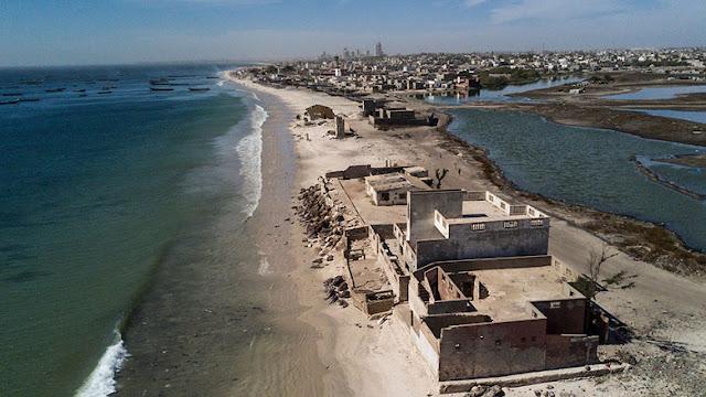 L'érosion côtière, le mal qui avance : Projets, plan, protection, préservation, environnement, érosion-littoral, côtière, écosystème, avancé, danger, menace, changement, climat, eau, sable, mer, île, -côte, plage, LEUKSENEGAL, Dakar, Sénégal, Afrique