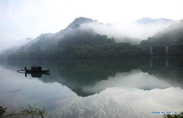 ทะเลสาบตงเจียง (Dongjiang Lake)