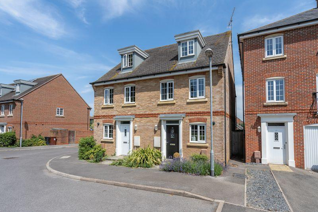 3 bed house, Neville Duke Way, Tangmere, Chichester