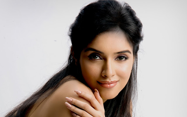 Asin Thottumkal Images, Hot Photos & HD Wallpapers