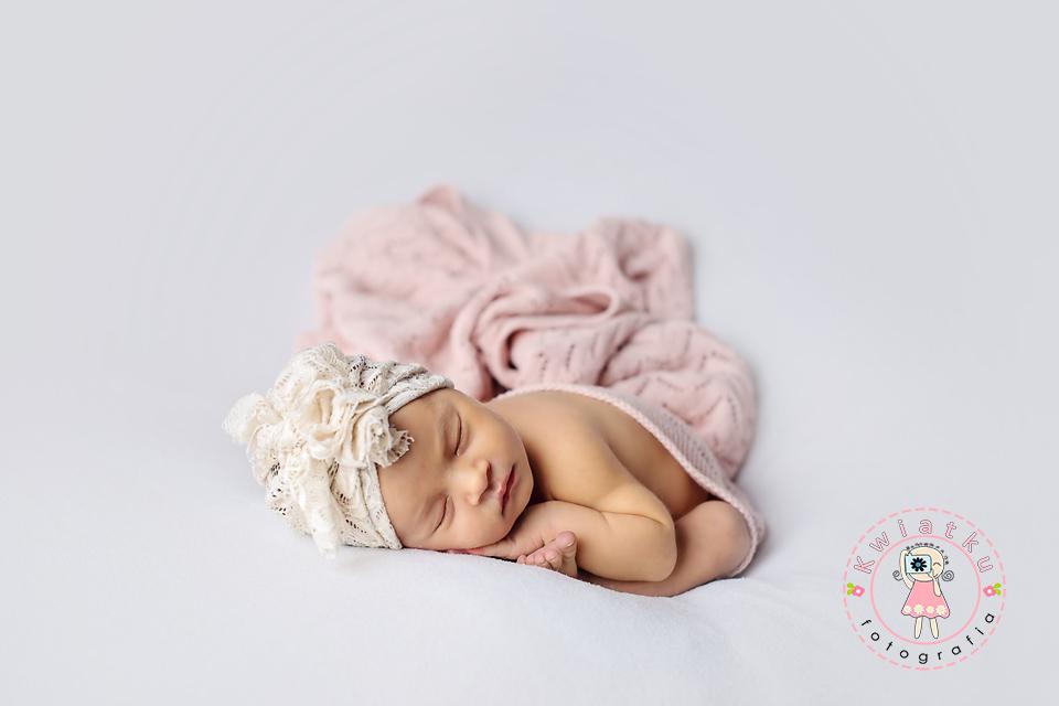 Taco pose- śliczna mała dziewczyneczka
