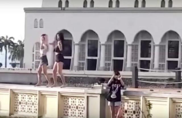 मस्जिद के बाहर लड़कियों का डांस, हो गई बैन